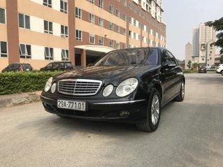 Bán xe Mercedes E200 Sedan, 4 cửa 5 chỗ, màu đen, sản xuất 2004
