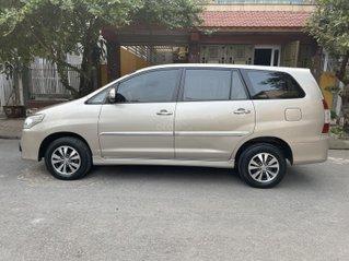 Gia Hưng Auto bán xe Toyota Innova 2.0E màu vàng cát