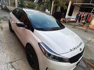 Bán xe Kia Cerato sản xuất năm 2017, màu trắng còn mới