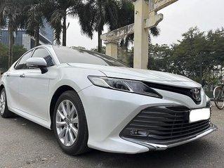 Cần bán gấp Toyota Camry sản xuất 2019, màu trắng, nhập khẩu còn mới
