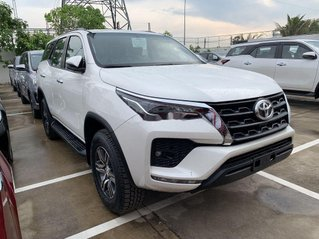 Cần bán Toyota Fortuner 2.4AT sản xuất 2021, giá mềm
