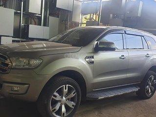 Cần bán lại xe Ford Everest năm 2016, màu xám, xe nhập