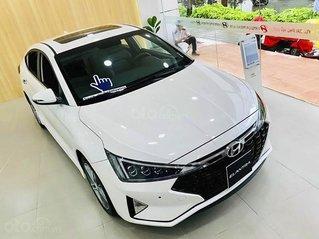 Bán xe Hyundai Elantra đời 2020, màu trắng, giá cạnh tranh