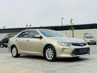 Chính chủ cần bán nhanh chiếc Toyota Camry 2.0E 2015 màu vàng cát