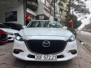 Bán nhanh chiếc Mazda 3 hatchback đời 2019 màu trắng