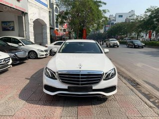 Bán nhanh với giá thấp chiếc Mercedes E200 model 2019, màu trắng