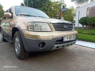 Cần bán gấp Ford Escape sản xuất 2004, giá chỉ 215 triệu