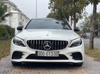 Cần bán gấp Mercedes C300 AMG năm sản xuất 2019