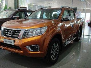 Vua bán tải Nissan Navara 2020, màu cam