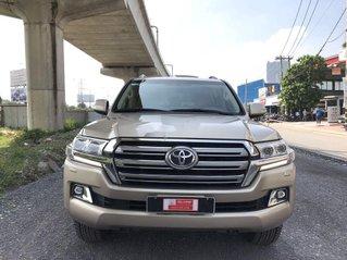 Cần bán xe Toyota Land Cruiser đời 2015, màu vàng cát