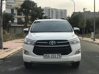 Cần bán Toyota Innova sản xuất năm 2019, màu trắng, số sàn