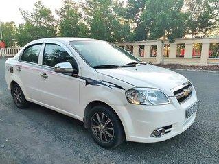 Cần bán xe Chevrolet Aveo năm 2011, màu trắng còn mới