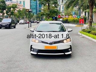 Bán gấp xe Toyota Corolla Altis 1.8 sản xuất năm 2018, màu trắng, giá êm
