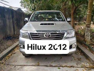 Cần bán gấp Toyota Hilux 3.0G 4x4 MT đời 2012, màu bạc, xe nhập