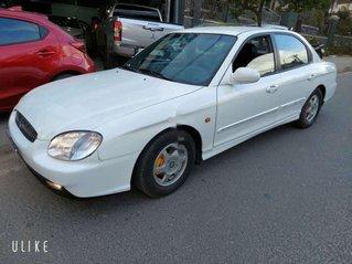 Cần bán xe Hyundai Sonata sản xuất 2001, màu trắng