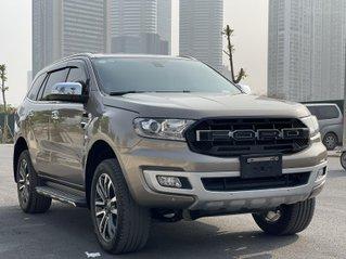 Cần bán gấp Ford Everest Titanium 1 cầu 2.0 đời 2018, xe chỉ vừa chạy 40000 km nên còn như mới, có hỗ trợ vay ngân hàng