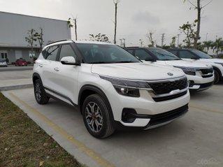 Cần bán xe Kia Seltos sản xuất 2021, đủ màu, giao xe luôn