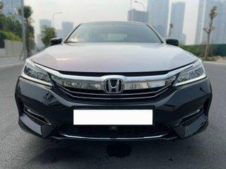 Bán ô tô Honda Accord sản xuất 2018, màu trắng đen, nhập khẩu, giá chỉ 1 tỷ 150 triệu đồng.