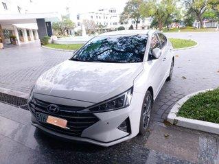 Cần bán Hyundai Elantra 2.0AT đời 2020, màu trắng