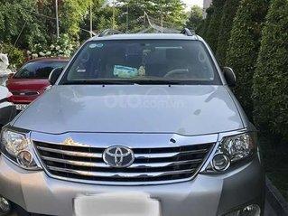 Bán Toyota Fortuner đời 2012, màu bạc, xe gia đình
