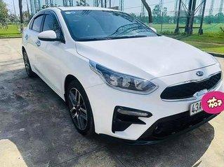 Cần bán gấp Kia Cerato năm sản xuất 2019, màu trắng, giá 584tr