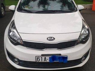 Cần bán gấp Kia Rio đời 2017, màu trắng chính chủ, giá 370tr