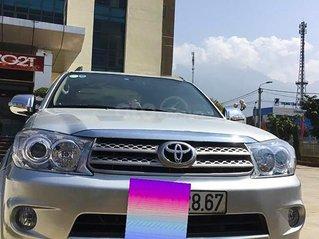 Xe Toyota Fortuner sản xuất năm 2010, màu bạc