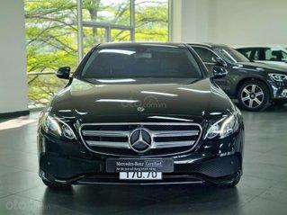 Bán Mercedes-Benz E180 2020, màu đen, nội thất nâu siêu lướt, giá tốt