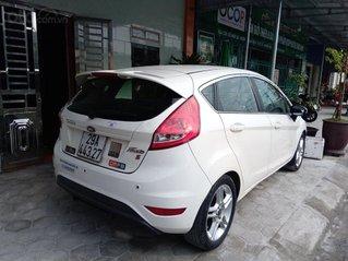 Cần bán Ford Fiesta đời 2011, màu trắng, nhập khẩu