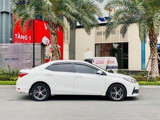 Cần bán Toyota Corolla Altis 1.8G đời 2018, màu trắng