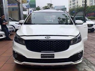 Cần bán lại xe Kia Sedona sản xuất năm 2017, màu trắng còn mới