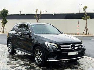 Cần bán lại xe Mercedes GLC300 năm 2017, màu đen, giá thấp