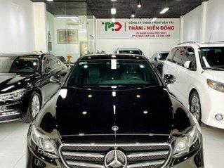 Bán Mercedes E class sản xuất 2019, màu đen còn mới