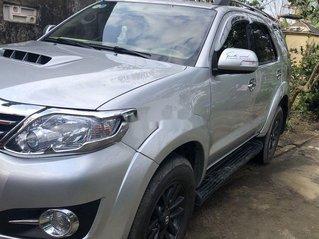 Cần bán Toyota Fortuner sản xuất năm 2015, màu bạc còn mới