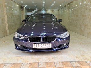 BMW 230i một đời chủ. Xe nhà trùm mền bởi vậy còn rất mới, toàn bộ còn zin theo xe