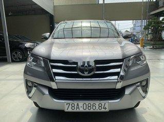 Cần bán gấp Toyota Fortuner 2017, màu bạc còn mới