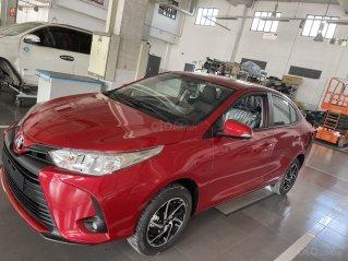 Toyota Vios 1.5E số sàn giá cạnh tranh, màu đỏ, giao ngay