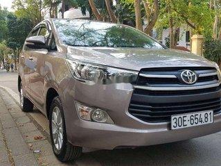 Bán Toyota Innova đời 2016, màu xám