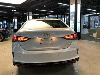 Bán ô tô Hyundai Accent đời 2021, màu trắng, giao xe nhanh