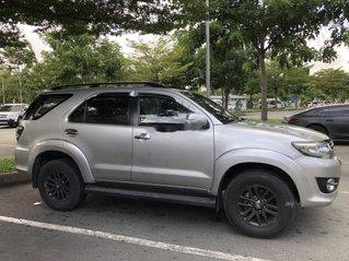 Cần bán xe Toyota Fortuner đời 2015, màu bạc, giá 630tr