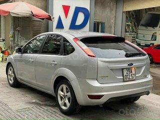 Cần bán gấp Ford Focus đời 2011, màu bạc chính chủ