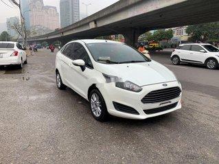 Cần bán xe Ford Fiesta đời 2015, màu trắng còn mới