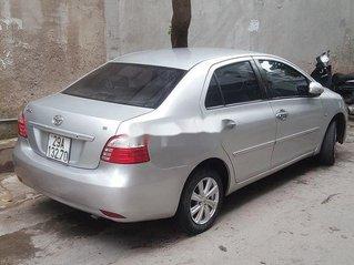 Cần bán gấp Toyota Vios đời 2011, màu bạc còn mới