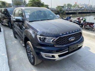 Ford Everest Titanium 2021 giảm sâu, tặng phụ kiện