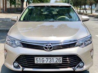 Bán Toyota Camry 2.0E năm 2018, gái cạnh tranh