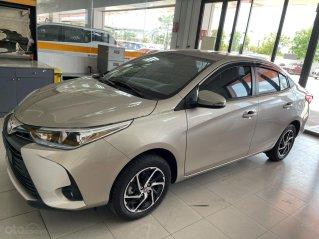 Bán xe Toyota Vios 1.5E CVT màu nâu vàng giao ngay, khuyến mãi lớn