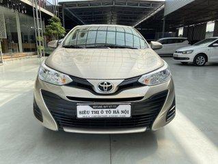 Bán xe Toyota Vios màu vàng, mới đi 25.000km, số tay, xe đẹp như mới, có trả góp