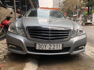 Bán Mercedes E250, màu xám, nhập khẩu nguyên chiếc số tự động, giá tốt