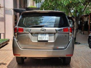 Cần bán gấp Toyota Innova 2.0E sản xuất năm 2016