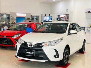 Bán gấp Toyota Vios 2021, trả trước 140tr, xả kho giá tốt, tặng 1 năm bảo hiểm, giao ngay